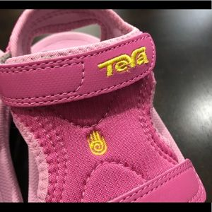 Teva Shoes - Teva Kids Psyclone Hot Pink Size 10